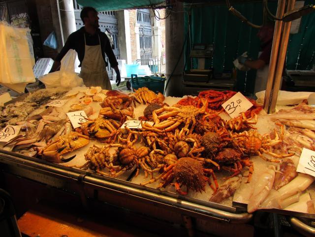 Banca de marisco no Mercado do Rialto