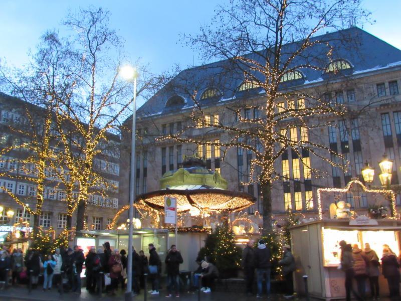 Visitar o Mercado de Natal em Dusseldorf.