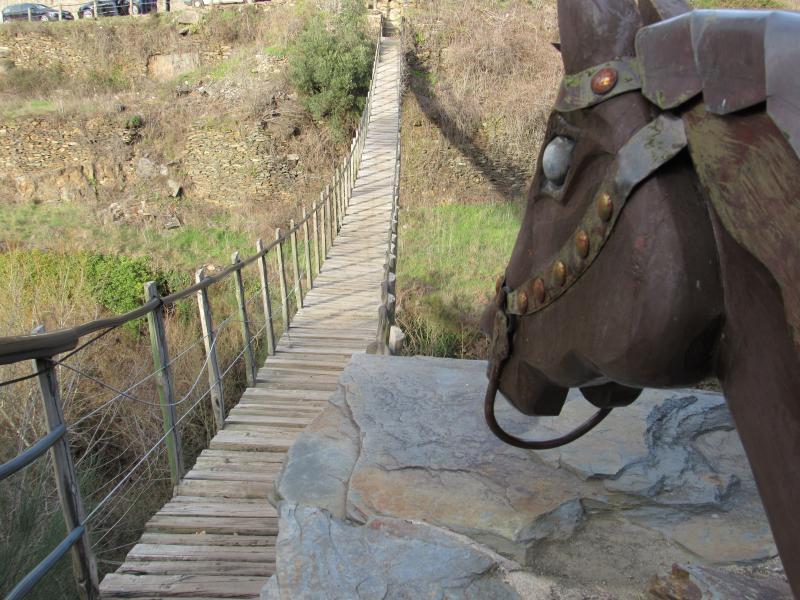 Ponte suspensa de cordas em Foz D'Égua