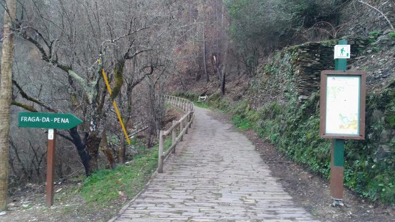 Caminho pedonal até à Fraga da Pena.