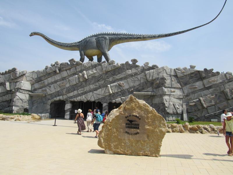 Entrada do Dino Parque