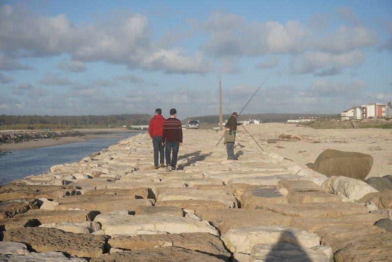Pescadores junto ao rio liz