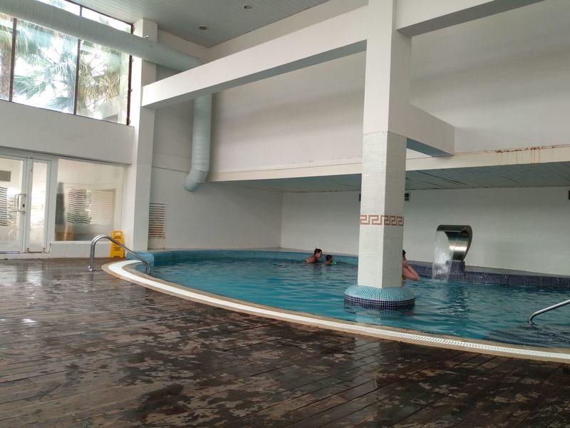 Piscina interior do Hotel Palas Pineda