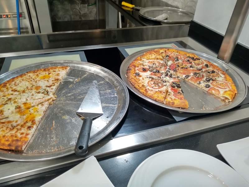 Piza no buffet do Palas Pineda