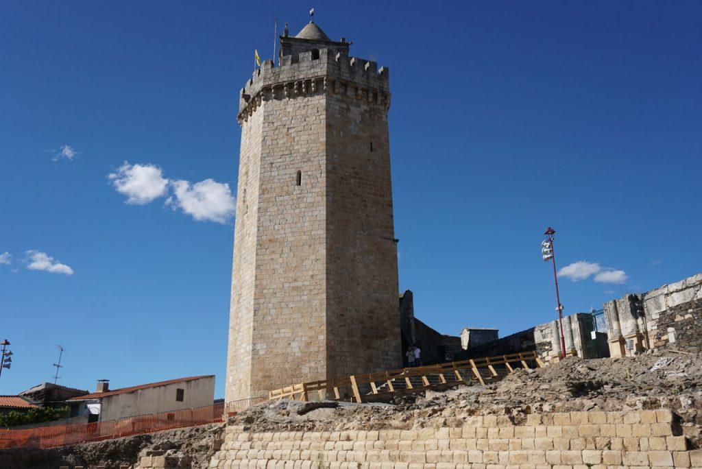 Castelo e Torre do Galo em Freixo de Espada à Cinta.