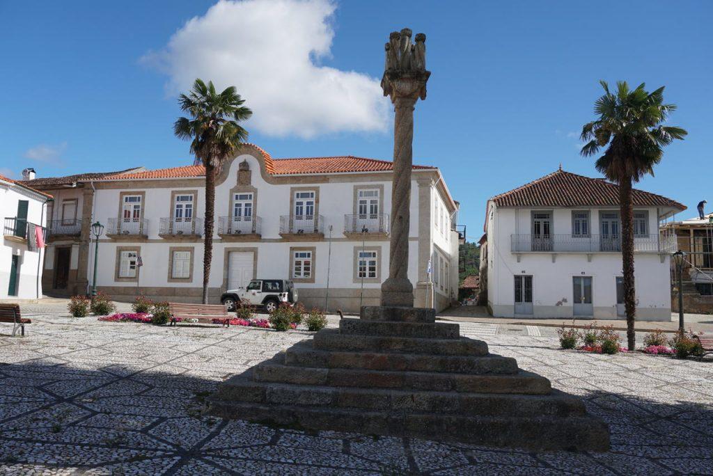 Pelourinho e Câmara Municipal de Murça.