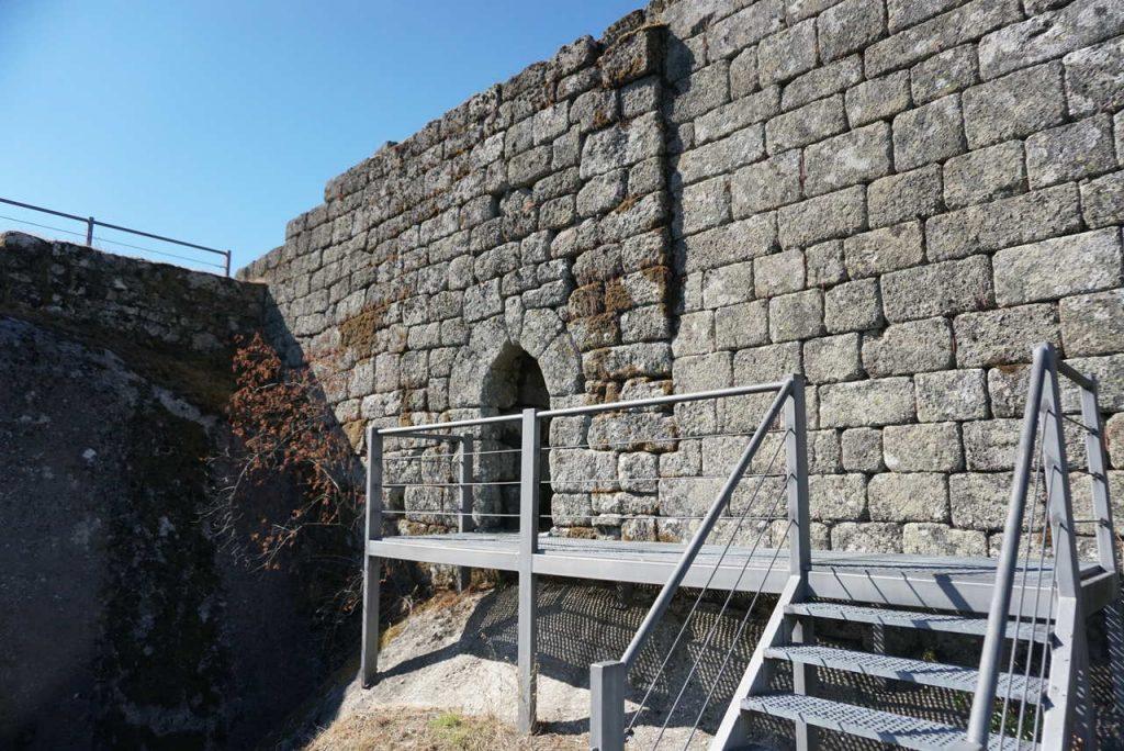 Visitar o Castelo de Aguiar.